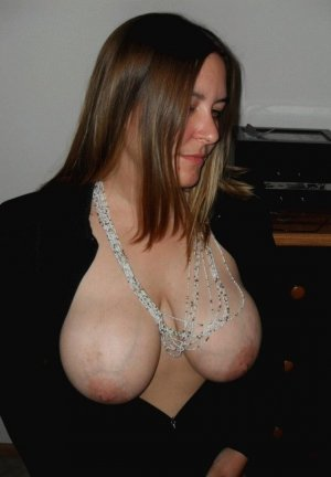 Maelye brunette erotic massage in Arnold, MO